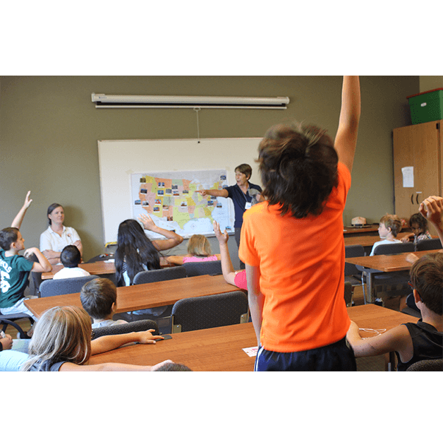 Владеенето на чужд език носи доста предимства. При чуждоезиковото обучение децата обогатяват знанията си за другите култури по света.