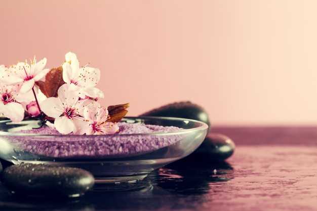 Романтична ароматерапия. 5 аромата, които да пробвате